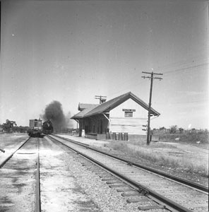 Country Rail-road station - Train passing - Chapel-Hill Tenn